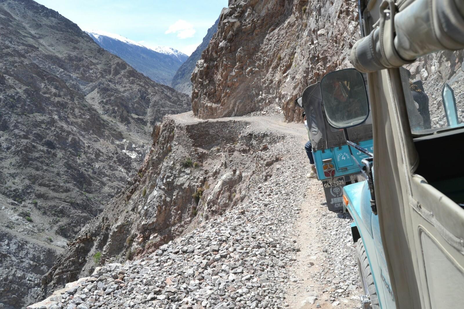 <b><SPAN CLASS=BOLD><STRONG>AVSTIKKER:</b></strong> </span>Kjører du Karakoram Highway, kan du også legge en svipptur innom Fairy Meadows Road i Pakistan.