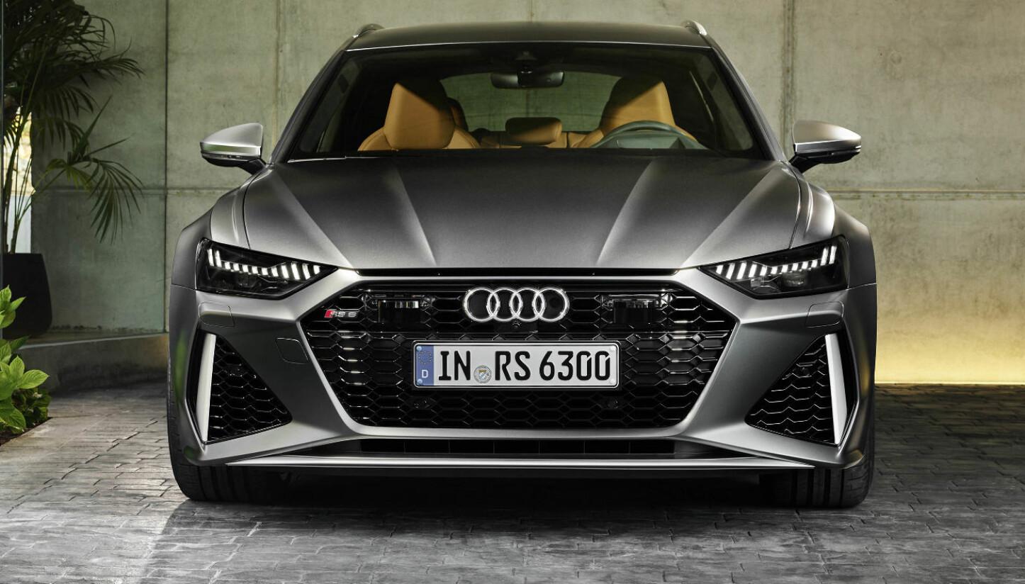 <b>AUDI RS6 AVANT: </b>Gigantiske luftinntak i den nytegnede RS-støtfangeren. Designerne har hentet inspirasjon fra supersportsbilen R8.