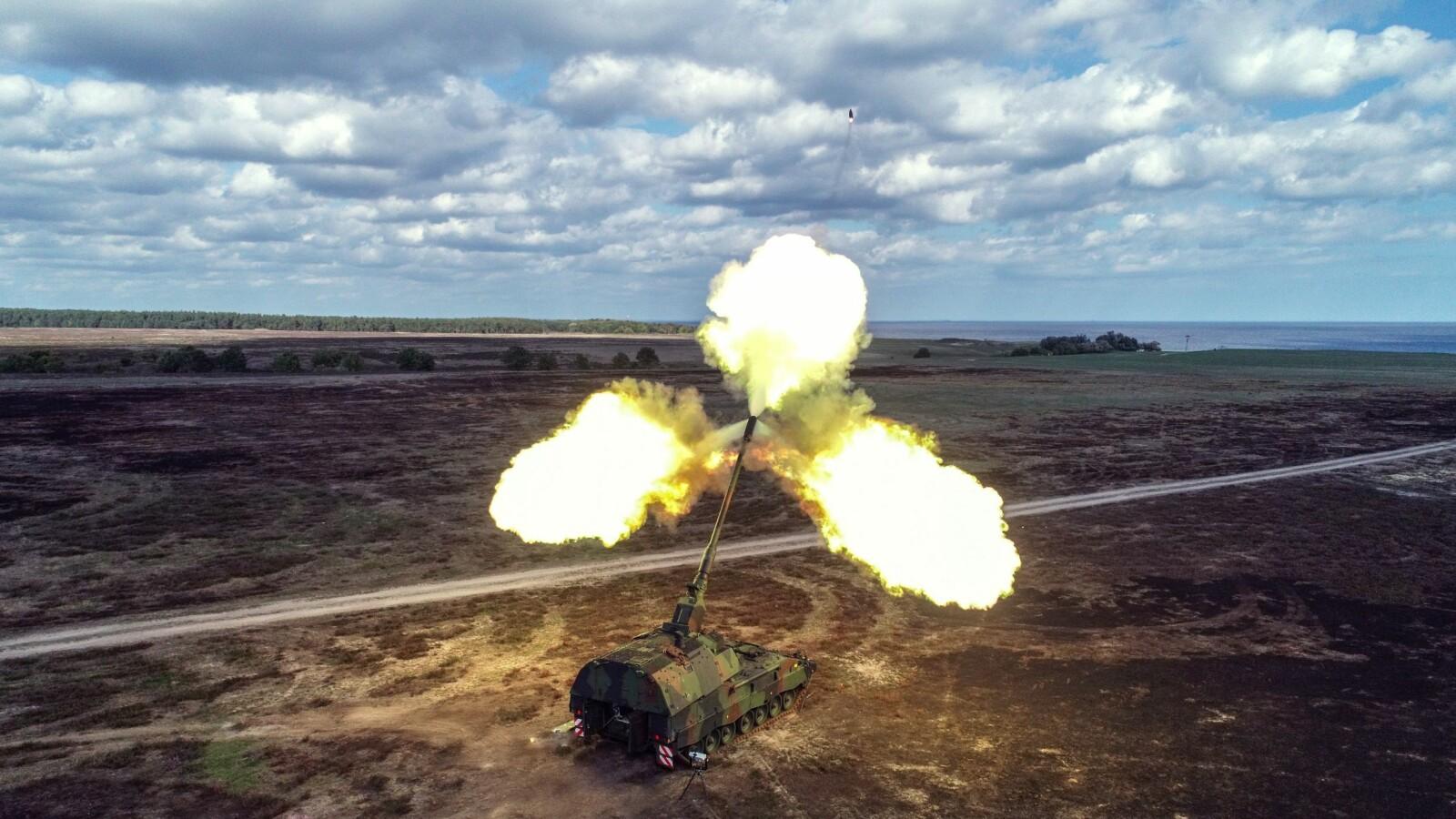 <b>JET-GRANAT:</b> Artilleriet har utviklet seg sakte de seneste 100 årene. Nå står man overfor en norsk granat-revolusjon. Her er en K-9 «Thunder» –samme utgave som hæren skal anskaffe – i aksjon på testfeltet i Sverige.