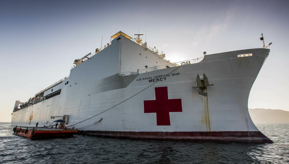 """<b>STORT, MEN GAMMELT:</b> 272 meter lange USNS """"Mercy"""" ble bygget om fra oljetanker til hospitalskip midt på 80-tallet. Det har vært på tale å hugge skipet opp, men fortsatt er """"Mercy"""" fullt operativt."""