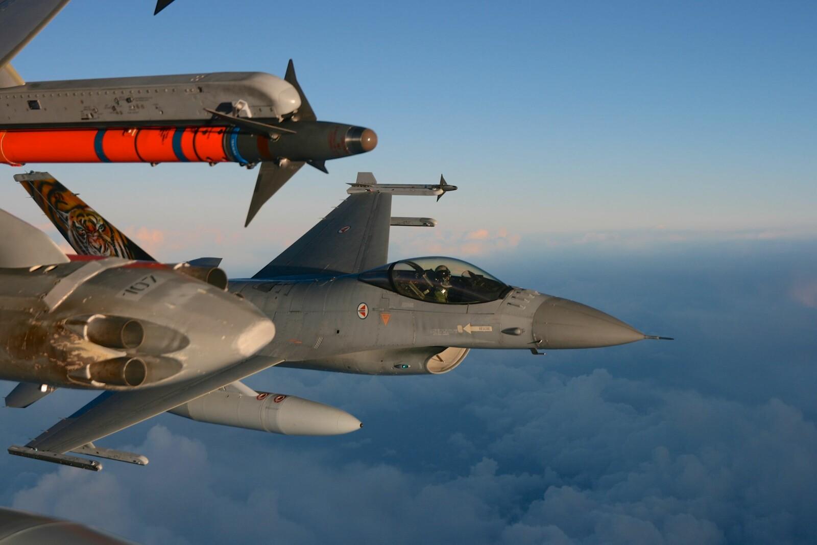 <b><SPAN CLASS=BOLD>SIKKER:</b></span> F-16 hadde dårlig ulykkesstatistikk på 1980-tallet. Siden 1989 har ingen omkommet i en F-16 selv om flyet har deltatt i tre væpnede konflikter.