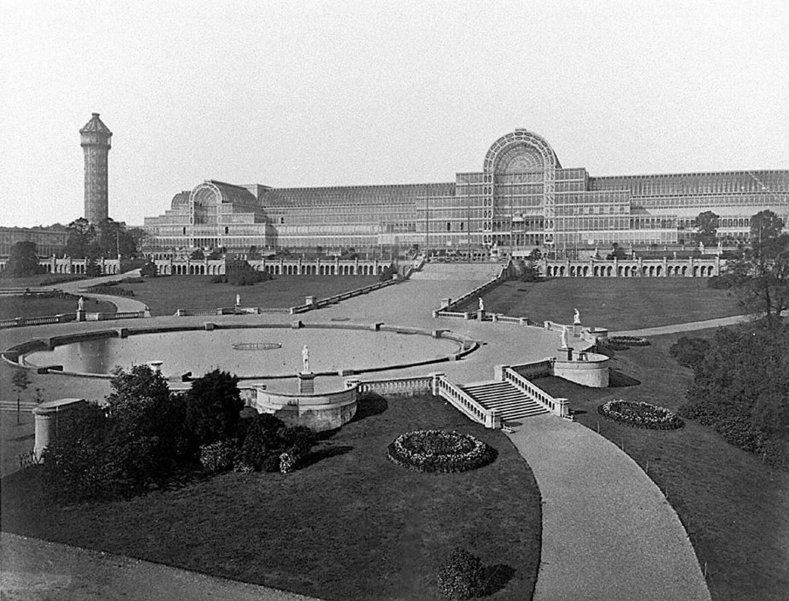 <b>STORSLAGENT:</b> I 1851 var Crystal Palace et storslagent byggverk. Takket være et stålskjelett og at det var mulig å lage store glassplater, kunne bygget realiseres.
