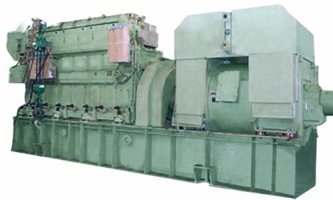 <b><SPAN CLASS=BOLD>KRAFTPLUGG:</b></span> Dette er en MAN-motor av samme type som om bord i Viking Sky. Smøreoljetanken er plassert under motoren og måler ca. 8,5 meter i ca. 80 cm høyde. Når det ikke er høyt nok oljenivå, kan pumpene suge inn luft i slingre-vær.