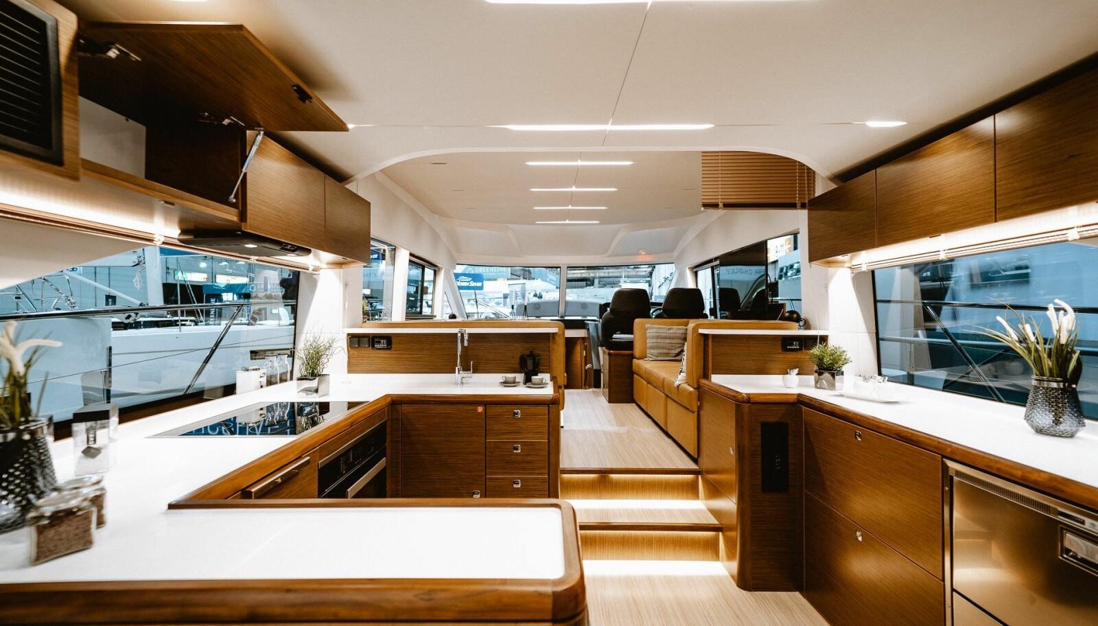 <b>STIL:</b> R55 har tre store lugarer med hvert sitt bad og bysse med hvitevarer fra Miele.