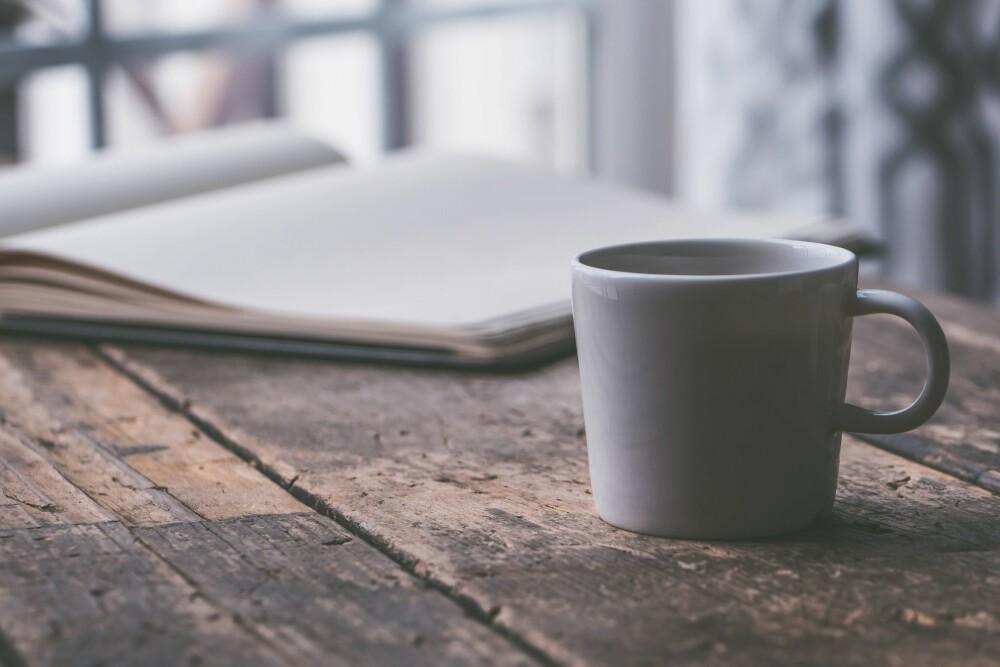 <b>KONSENTRASJON:</b> Mange kaster i seg kaffe for å øke konsentrasjonen når man for eksempel skal lese til eksamen.