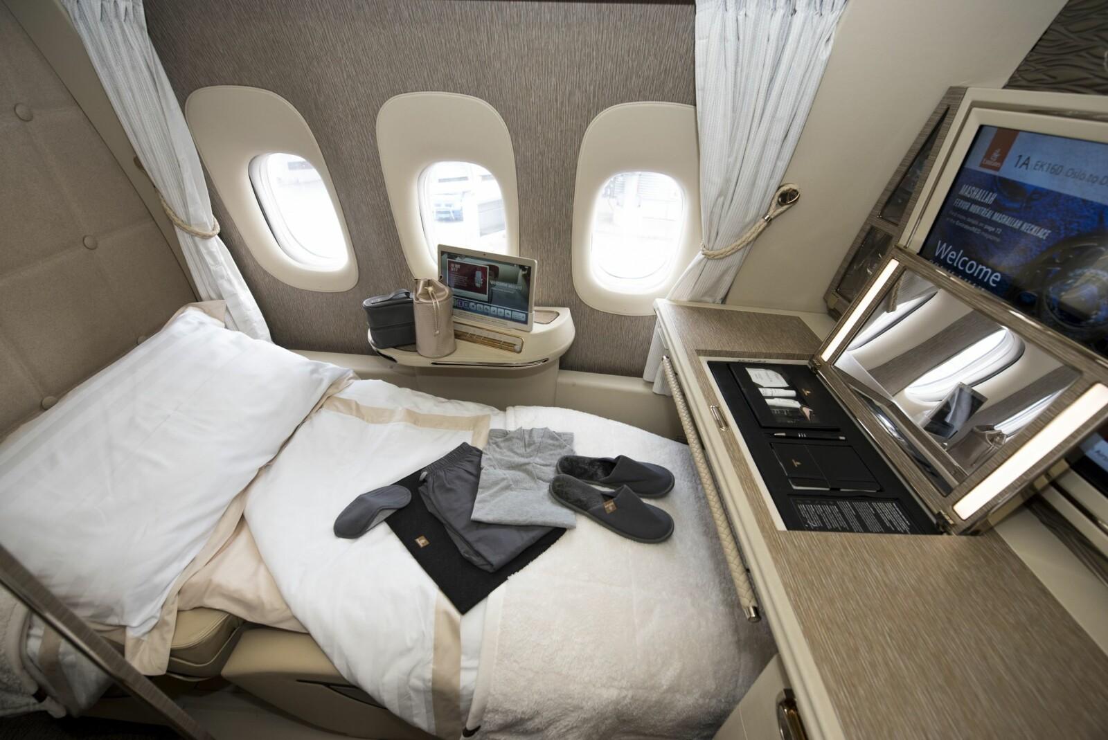 <b>SENG:</b> Hver suite kan gjøres om til sovelugar med sengetøy.Foto: Håkon Bonafede